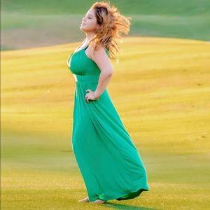 Beautiful Sandoval emerald green maxi dress
